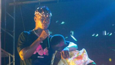 Photo of Fan Weeps after Gatecrashing Jizzle's Concert